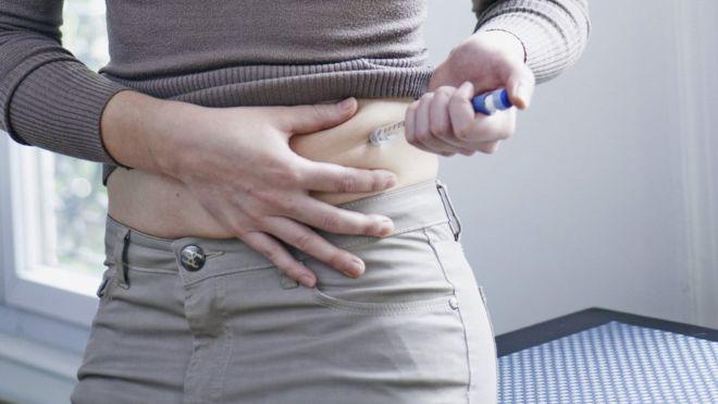 tratarea bolii diabetice, treating_diabetes,_woman-spl